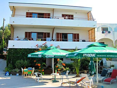 Croatian hospitality, with barbecue, sunbeds and umbrellas by the sea